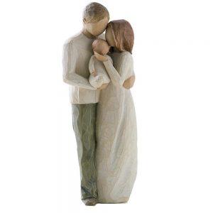 Figurina decorativa cuplu cu copil in brate Family statueta rasina